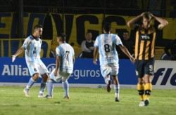 El equipo del Federal A se quedó con los penales 5-4 ante Rosario Central. Pésimo debut para Ferrari.