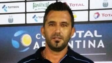 Mario Martínez sonríe antes del inicio del partido en Santa Fe.