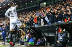 Valencia venció 1-0 al Betis con gol de Rodrigo y enfrentará al Barcelona en la final.