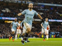 Manchester City se reencontró con la victoria gracias a triplete de Agüero.