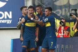 Zárate entró por Tevez, lo ovacionaron y metió un golazo de tiro libre.