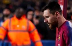 Luego del golpe que sufrió ante Valencia, Lionel Messi no se entrenó a la par del plantel del Barcelona.