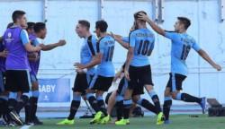 Uruguay le ganó en la hora a Brasil, sigue líder y se ilusiona con el título.