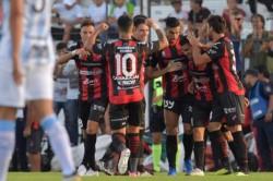 Patronato vapuleó 3 a 0 a Atlético Tucumán y por un ratito salió del descenso.