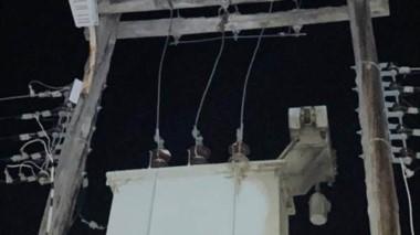 Una de las líneas eléctricas afectadas por los actos vandálicos.