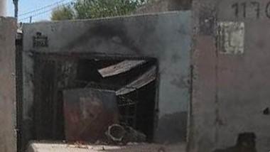 La vivienda de la calle Los Pensamientos del barrio San Martín del presunto abusador apareció quemada.