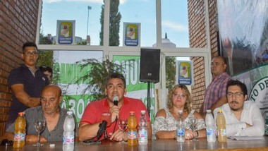 El anfitrión Luis Collio encabezó el lanzamiento del Frente de Unidad Sindical como soporte del PJ.