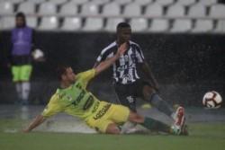 Defensa y Justicia cayó 1-0 ante Botafogo como visitante por la ida de la primera ronda.