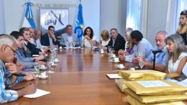 El gobernador encabezó en Casa de Gobierno la firma del convenio con Gaiman y Camarones.