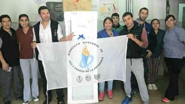 Luz y Fuerza entregó una heladera y un microondas al hospital rural de la comuna de Corcovado.