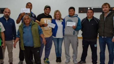 Artero entregó aportes para pagar inscripciones de 4 equipos de fútbol amateur de la liga independiente.