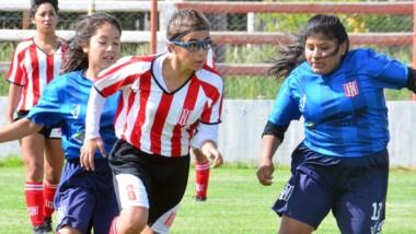 """Los dos equipos femeninos de Racing disputaron un amistoso como preliminar del partido entre la """"Academia"""" y J.J. Moreno del Regional 2019."""