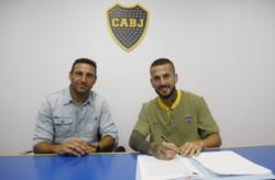 Benedetto firmó su nuevo contrato junto a Aníbal Matellán y se queda en Boca.