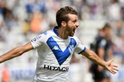 Así celebró Agustín Bouzat el 1-0 parcial de Vélez sobre Atlético Tucumán. Es su primer gol en esta Superliga.
