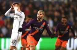 Agüero hizo uno y pateó un penal que rebotó en el arquero y entró, para que Manchester City revierta un 0-2.