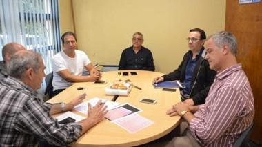 El intendente Maderna reunido ayer con las autoridades de la Cooperativa y el IPA.