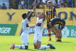 Con un gol de Reniero sobre la hora, el Cuervo volvió a ganar luego de 13 fechas.