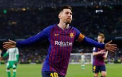 Con un hat-trick de la Pulga y un gol de Luis Suárez, Barcelona goleó y está cada vez más cerca del título