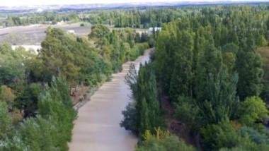 Agua. Pese al estado del río Chubut ayer y el nivel de turbiedad, que de todos modos venía descendiendo, los Bomberos dicen que no les afectó.