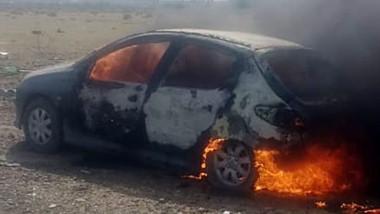 Fuego. El automóvil ardió en llamas en la zona oeste de la ciudad.