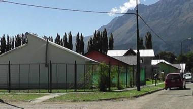 Nuevas viviendas del barrio Valle del Pirque esperan conectarse al gas natural.