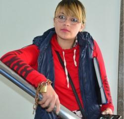 María Avilés se encuentra encadenada en el Juzgado de Familia local.