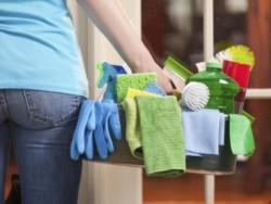 Cada semana, las mujeres dedican 12 horas y 46 minutos a la limpieza de la casa, mientras un hombre, en cambio, solo 8 horas y 32 minutos.