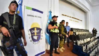 Armados. Una postal de los elementos de fuego con que ya cuentan los uniformados de la fuerza de seguridad provincial.