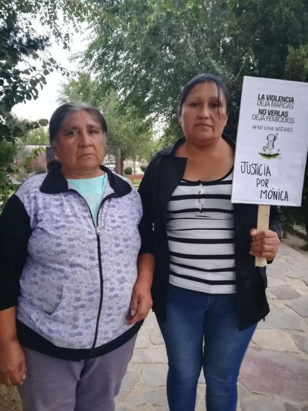 Ángela y Aída, madre y hermana de Mónica Tacumán.