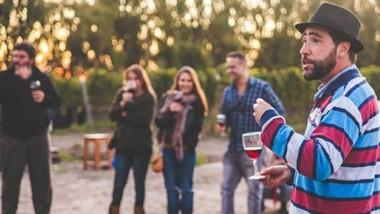 """El """"Wine Tour"""" es una invitación a sentir y disfrutar de una experiencia distinta junto al sommelier Leo  Gasco."""