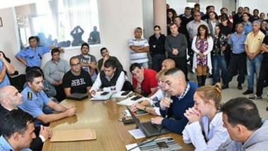 Discusión colectiva. El ministro de Gobierno, Federico Massoni, participó en el encuentro donde se acordó el salario del personal de la Policía.