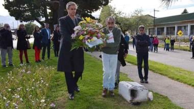 Memoria. Hubo una ofrenda floral en memoria de Nolberto Amaturi.