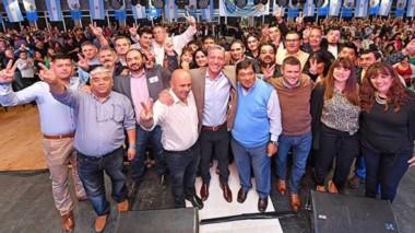 Proselitismo. La fórmula de Chubut al Frente recibió el respaldo del CEC en la sede de Comodoro Rivadavia.