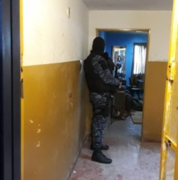 El crimen ocurrió en las 1.008 viviendas  (foto ADNSur)