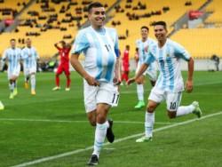 En un primer tiempo chato y complicado para jugar por el viento, Argentina y Marruecos no se sacan ventaja.
