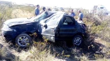 Destrozos. Efectivos de la Gendarmería colaboraron con personal médico y de la Policía del Chubut.