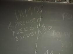 Los autores del hecho vandálico dejaron una amenaza en el pizarrón del aula