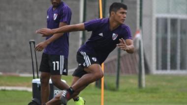 Robert Rojas se entrenó a la par del plantel e hizo fútbol, y se perfila para reemplazar a Pinola en el partido ante Talleres.