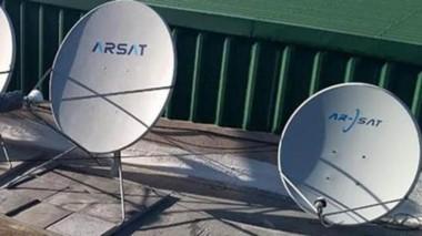 Antenas. El servicio de internet se brinda de forma gratuita en la villa balnearia mediante un convenio.