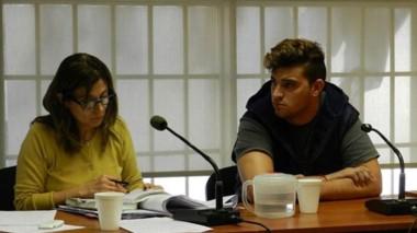 Maximiliano Larrabaster junto a su defensora. En junio está el juicio.