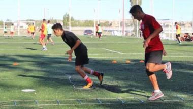 Huracán de Trelew inaugurará su nueva cancha de sintético de fútbol 8.