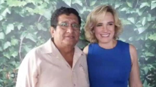 Juan Gonzabay, el muerto, junto a su esposa.