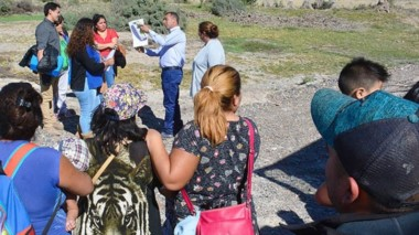Quejas. Muchos vecinos aprovecharon la presencia de Castillo para pedir terrenos en el Loteo Belgrano.