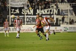 Central Córdoba perdió 3-1 ante Instituto pero se mantiene en zona de Reducido.