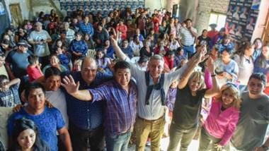 El gobernador mantuvo una reunión con los productores de la zona en su visita a Paso de Indios.