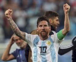 Después de unos días de descanso, Messi volvió a las prácticas del Barcelona y se entrenó a la par del grupo, sin rastros de su lesión en el abductor derecho.
