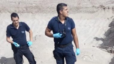 Policía requirió la presencia de especialistas para trabajar en la fosa.