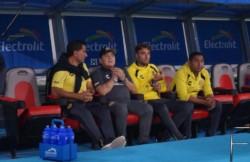 Maradona no lo puede creer: le atajaron un penal a Fabián Bordagaray.