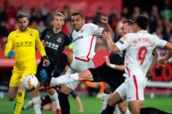 Sevilla estuvo dos veces en ventaja como local sobre el Slavia Praga pero el visitante lo igualó.