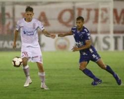 El Globo no levanta vuelo: en su debut en la Libertadores, perdió 1-0 ante Cruzeiro como local por el gol de Rodriguinho.